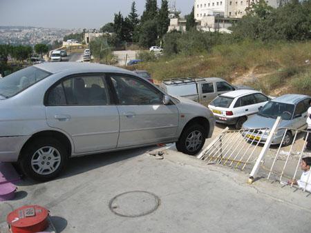 חילוץ רכב תלוי לאחר תאונה