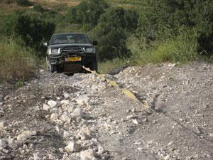 חילוץ שטח - חילוץ טנדר טויוטה שנתקעה על הר וחולץ עי כננת